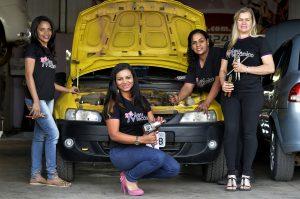 26/08/2015 Crédito: Marcelo Ferreira/CB/D.A Press. Brasil. Brasília - DF. Coluna Photo&Grafia. Oficina mecânica de mulheres Meu Mecânico na Ceilândia. Agda Óliver com suas funcionarias.