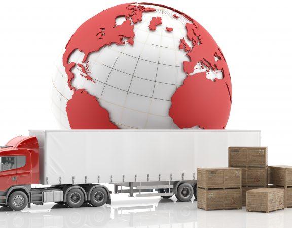 Camión rojo con cajones para la carga de mercancías y globo terráqueo rojo