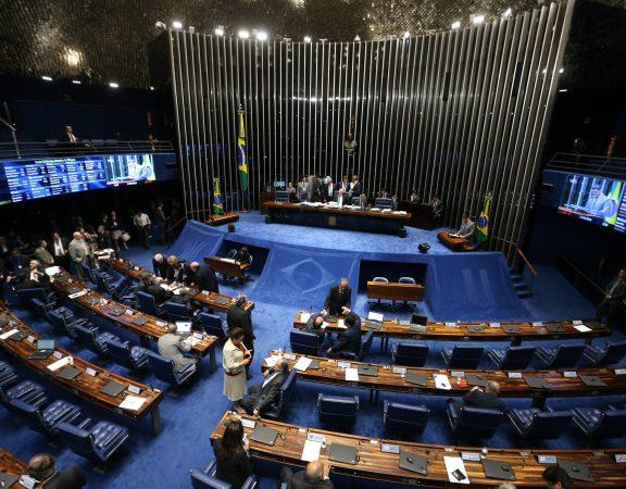 Brasília - Presidente do Senado, Renan Calheiros, durante apreciação no Plenário do PLC 125/2015 Complementar, que altera as regras do Simples Nacional (Fabio Rodrigues Pozzebom/Agência Brasil)